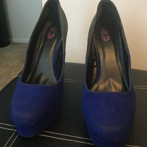 Dual colored heels. Part suede, part pleather